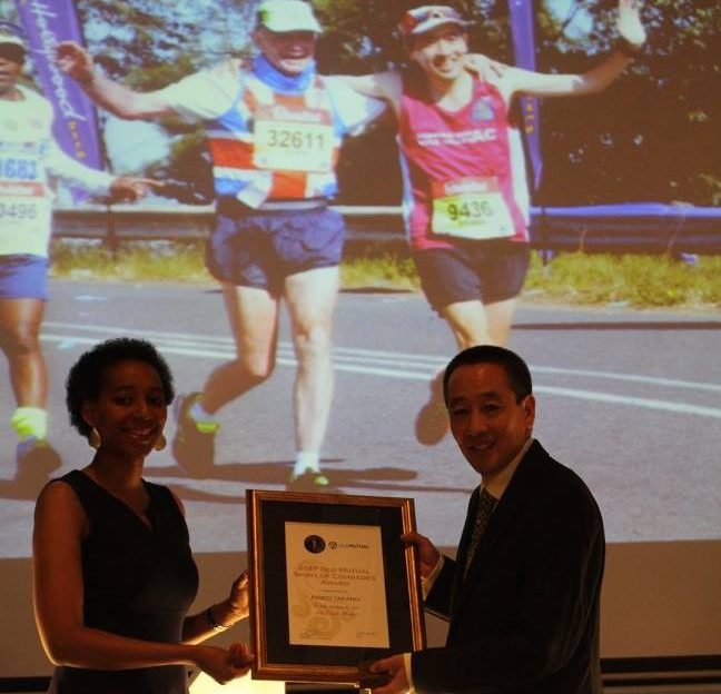 Hideo receiving the Spirit of Comrades Award.